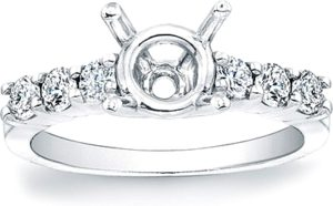 shared prong diamond setting