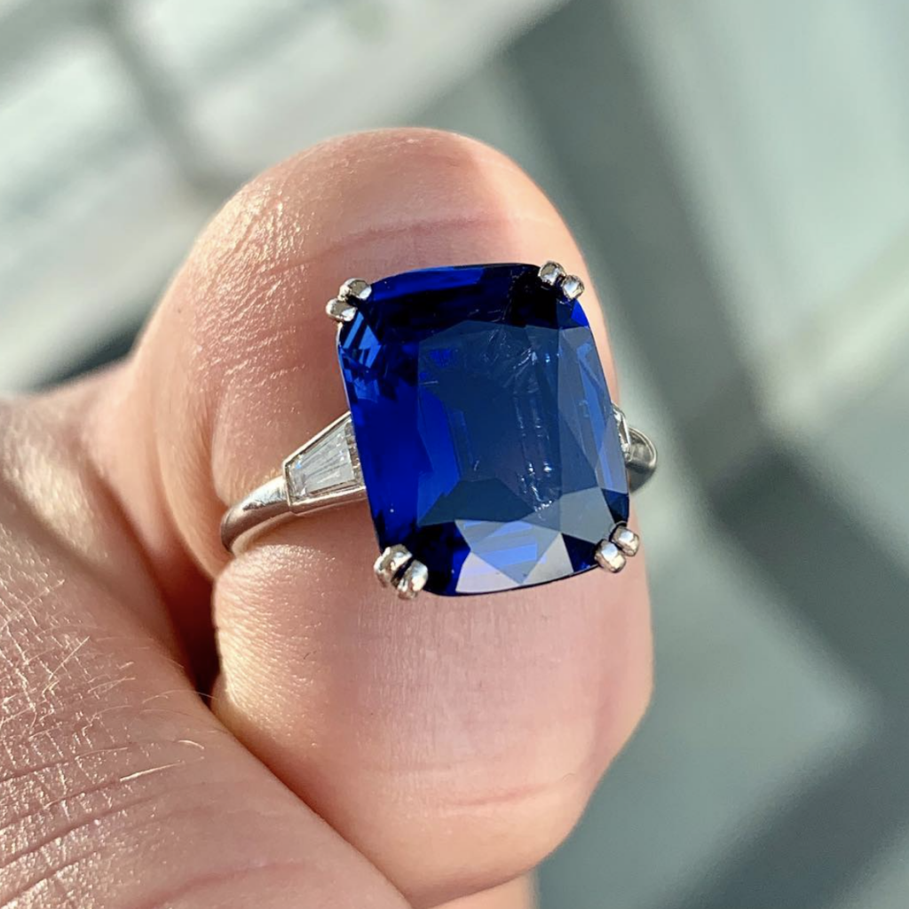 sapphire gemstone for engagement ring