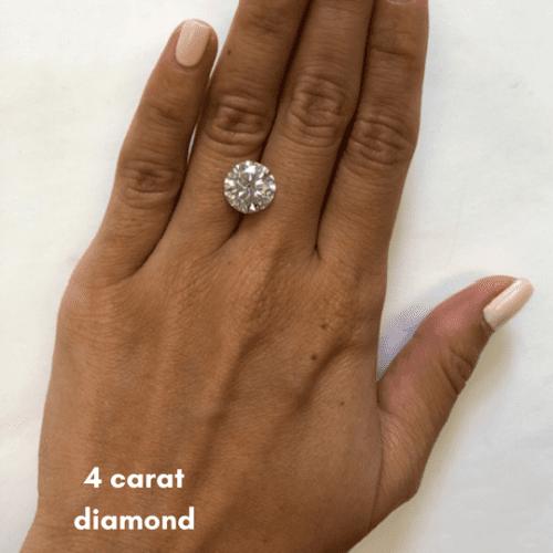 exemplo do tamanho do quilate do diamante na mão