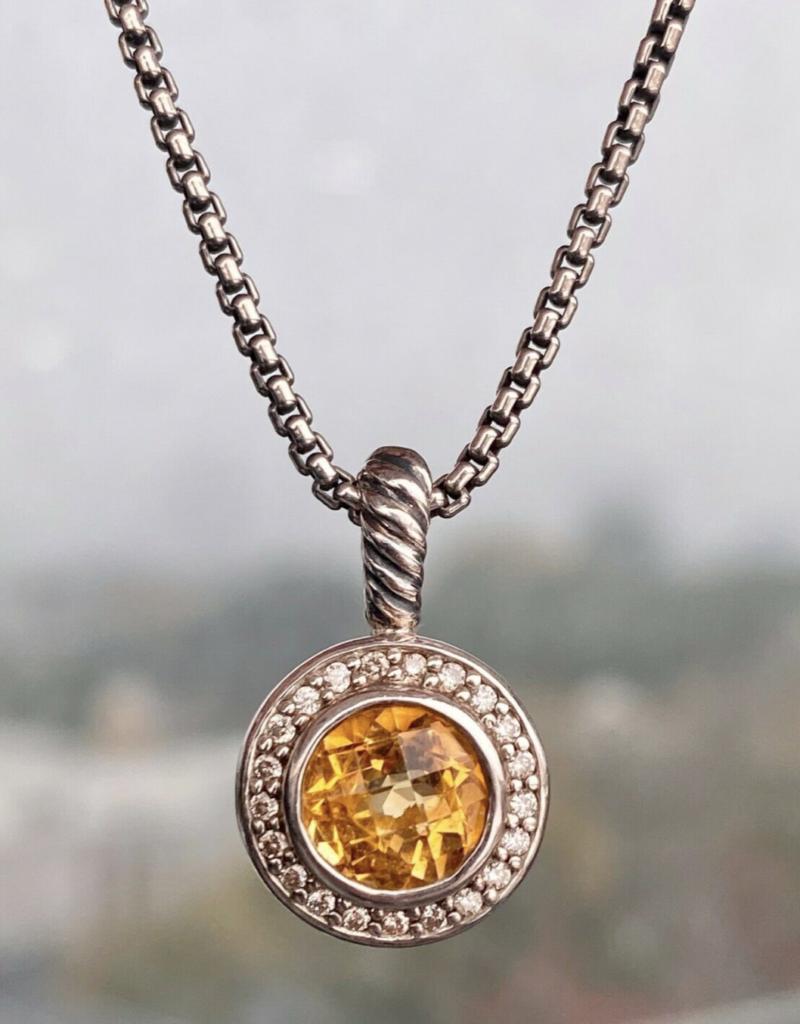 pendant necklace as a last minute gift idea for women
